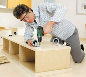 Процес сборки мебели